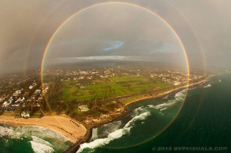 Пълна кръгова дъга над Австралия