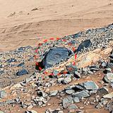 Откриха на снимки от Марс йероглифи и пирамиди