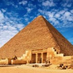 Под египетските пирамиди е намерена машина на времето