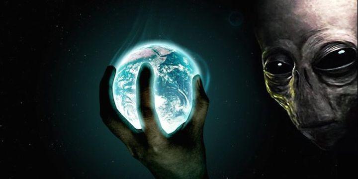 Банкер от Wall Street: Глобалните дългове принадлежат не на хората, а на същества извън планетата Земя