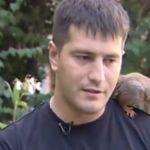Катеричка в таксито: беларуски десантчик приюти катеричка. Невероятно приятелство! (видео)