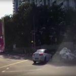 Кола - призрак, появила се от нищото, предизвика катастрофа (видео)