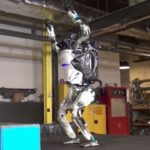 Фантастично: Човекоподобен робот се научи да прави салто (видео)