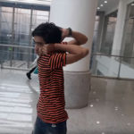 Пакистански тийнейджър завърта главата си на 180 градуса (видео)