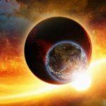 """Конспирации: Слънцето и Луната са  """"имитации на рефлектори"""", които крият Нибиру от нас (видео)"""