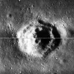 Мистериозен равностранен шестоъгълник е открит на стара снимка на Луната (видео)