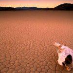 Стивън Хокинг: След 200 години Земята ще се превърне в безжизнена планета