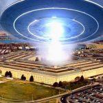 Ексшефът на секретната програма на Пентагона за НЛО разказа каква е заплахата за Земята (видео)