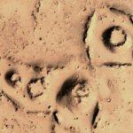 Уфологът Скот Уоринг откри на Марс големи структури, приличащи на огромни гайки (видео)