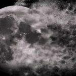 Огромна експлозия на Луната! Водят се сражения??? (видео+)