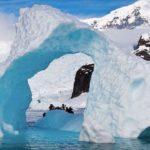 В  Антарктида е заснета огромна загадъчна база (видео)