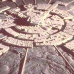 Някой  изгражда  изкуствени структури на Луната