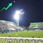 Невероятно: На футболен мач топката се удря в невидим  НЛО, зависнал над игрището! (видео)