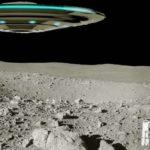 Огромен космически кораб излита от Луната (видео)