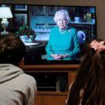 На роклята на кралица Елизабет II има  тайно послание за  коронавируса (видео)